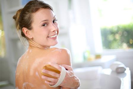 woman-exfoliating-back-in-tub-horiz